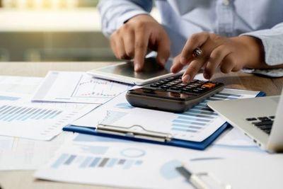 El 2021 acumula déficit fiscal de 1,6% del PIB hasta septiembre y fisco mantiene proyección de 4% para cierre del año