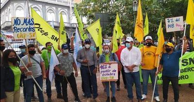 Docentes seguirán con paro y anuncian huelga de hambre