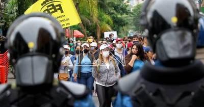 La Nación / Docentes se mantienen firmes en el pedido del 16% e inician huelga de hambre