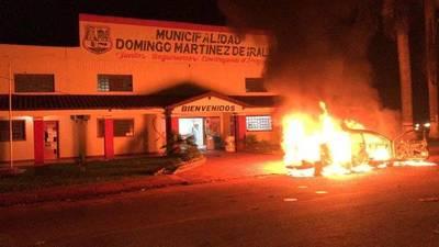 Alto Paraná: Queman vehículo de intendente electo y causan destrozos en sede del TSJE