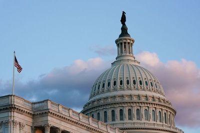 Senado de EEUU aprueba suspender el techo de deuda hasta diciembre