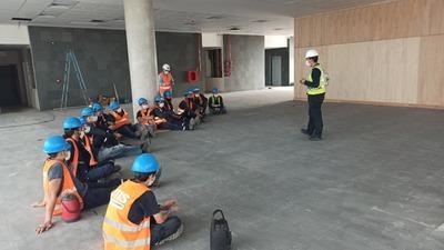 Oficinas de Gobierno: capacitan en seguridad y medioambiente a obreros