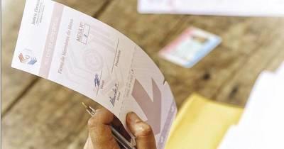 La Nación / Entre nulos y en blanco suman 94.400 votos a nivel país