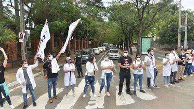 Médicos levantan huelga sin llegar a un acuerdo con el Ministerio de Salud