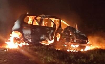 Automóvil se incendia tras un accidente en Santa Rita