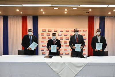ANDE firma contratos para la modernización de su sistema de distribución