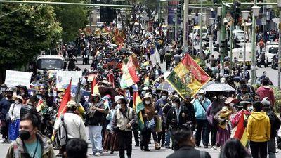 """Bolivia: Oposición protesta contra el Gobierno, que alerta sobre """"golpe de Estado"""""""