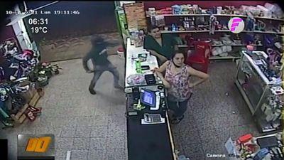 Violento asalto: Entre cuatro machetearon a comerciante