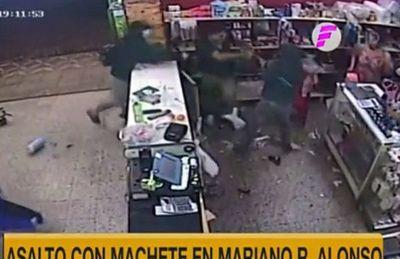 Desconocidos asaltan con machete comercio en Mariano Roque Alonso