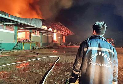 250.000 kilos de yerba mate quedan cenizas tras incendio en Colonias Unidas