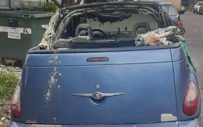 Buscan a sujeto que incendió automóvil luego de apuntar con pistola a testigos