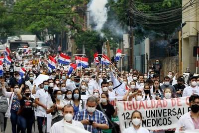 Médicos prevén encadenarse para exigir igualdad en carga horaria