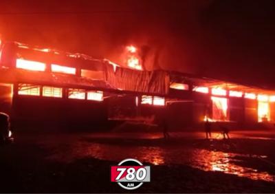 Después de ocho horas, bomberos controlan incendio en la Cooperativa Colonias Unidas