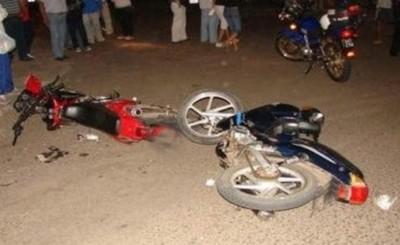 Un muerto y una lesionada en choque frontal de motocicletas