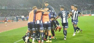 Talleres ganó y sigue en la persecución de River en el fútbol argentino