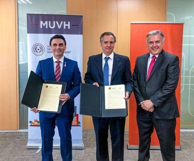 Convenio entre Itaú y MUVH permite compra de vivienda a familias de ingresos medios