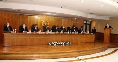 La Nación / Iniciaron audiencias para ministro de la Corte y dos presentaron renuncia