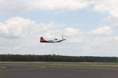 Realizan vuelo de exhibición de primera aeronave producida en Paraguay