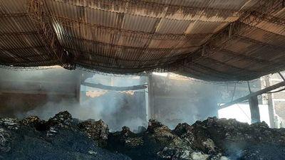 Millonarias pérdidas en incendio de planta yerbatera en Colonias Unidas