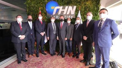 Ejecutivo visita industria maquiladora de cableados THN Py en Itauguá