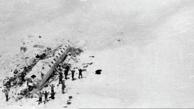 """El desgarrador relato de los sobrevivientes de los Andes: """"Creen que nos salvamos porque nos comimos a los muertos"""""""