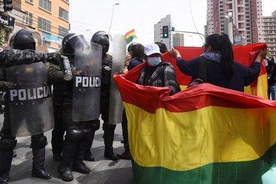 Luis Arce se acerca a su primer año de gobierno con la tensión escalando en las calles y una Bolivia polarizada