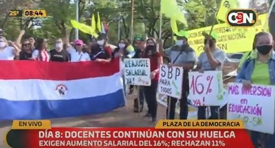 Docentes continúan en paro y suman ocho días de manifestación