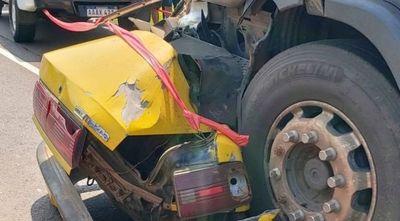 Accidente fatal en Arroyos y Esteros: camión aplasta a un taxista