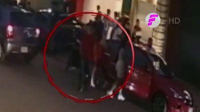 Video capta al presunto informante de sicarios seguir a las víctimas
