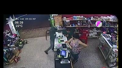 Detienen a dos sospechosos de violento asalto a comercio
