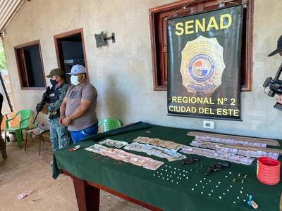 Agentes de la Senad atrapan a distribuidor de cocaína y crack durante allanamiento