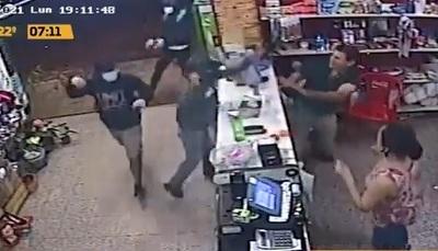 """Detienen a dos asaltantes """"macheteros"""" en Mariano"""