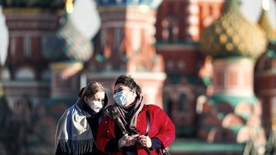 Rusia marca doble récord de casos y muertes por coronavirus en un día