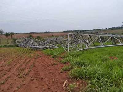Temporal derrumba dos torres de trasmisión de Itakyry