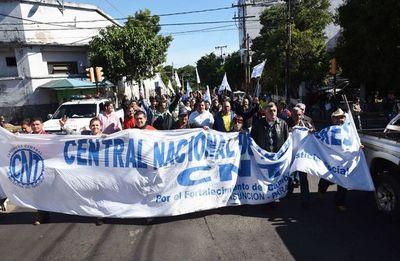 Trabajadores urgen una política del Gobierno que regule precios de la canasta familiar