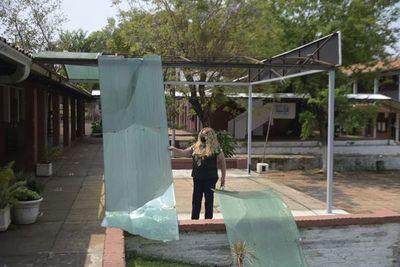Se desplomó techo de escenario en el Colegio Ysaty