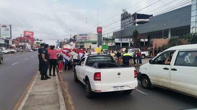 Escribanos y gestores bloquean Eusebio Ayala,  contra nuevo sistema en Registros Públicos