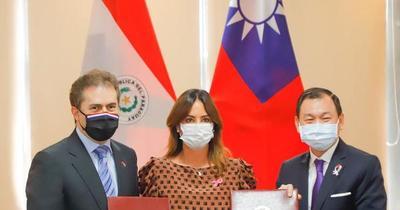 Taiwán y Paraguay firman acuerdo para fortalecer liderazgo femenino