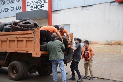 Refuerzan tarea de recolección de cubiertas de la vía pública en CDE