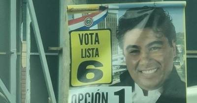 La Nación / Trozan en Twitter a Jorge Castro por no retirar afiches de campaña política