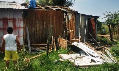 Temporal dejó casas destrozadas en Coronel Oviedo