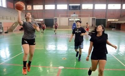 Reactivan práctica de diversas modalidades en polideportivo municipal