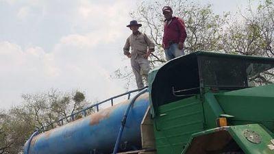 Por la falta de agua, pobladores de Toro Pampa se ayudan entre sí