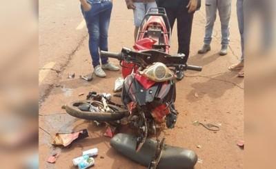 Motociclista sufrió lesiones tras chocar contra un camión