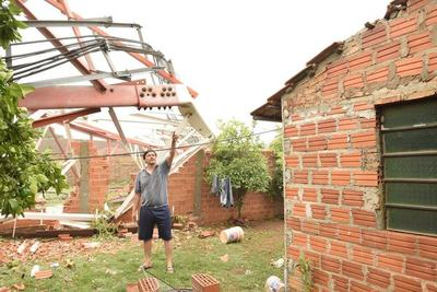 Una antena casi destruyó su vivienda, se salvó de milagro