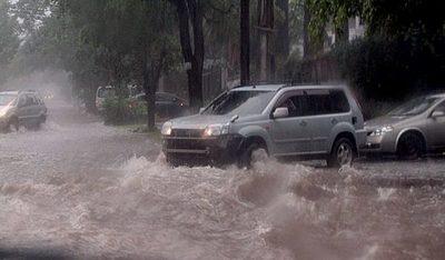Viernes con tormentas eléctricas, jornada cálida y lluviosa