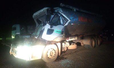 Camiones chocan en Santa Rita