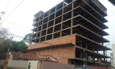 Clausuran obra en edificio cuya construcción puso en peligro la vida de toda una familia – Diario TNPRESS