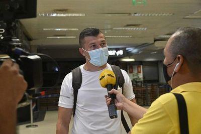 Braian Samudio, el único que dio la cara en el aeropuerto