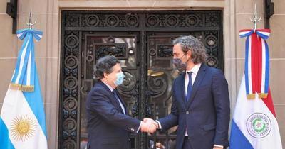 Euclides Acevedo se reúne con su par argentino y acuerdan apertura de pasos fronterizos